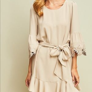 Entro Tan Lace Sleeved Dress